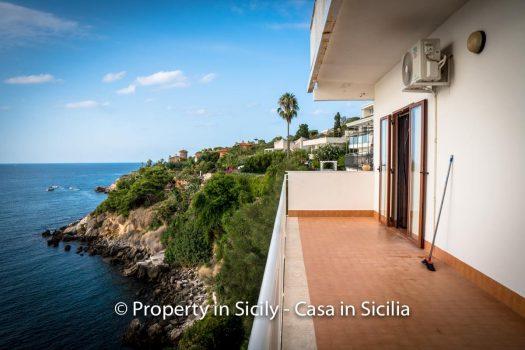 villa by the sea to buy